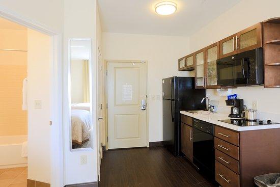 Candlewood Suites Auburn: Guest room