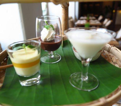 Raya Heritage: ท่านสามารถเลือก อาหารคาวได้ 3 ชนิดและของหวานได้ 3 ชนิด แต่ละชนิดจะเสิร์ฟอย่างละ 2 ชิ้นครับ