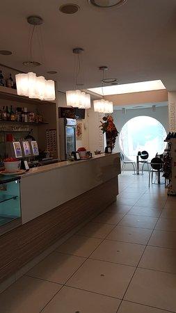Province of Taranto, อิตาลี: Voglia di aperitivo? Un punto d'incontro? Venite da noi e rilassatevi nella nostra sala dove potrete gustare il nostro caffè, aperitivo, cocktail e molto altro!