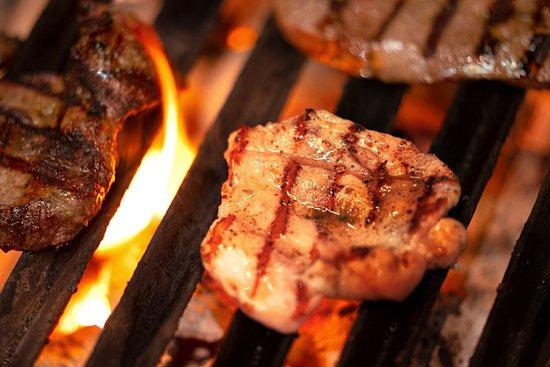 Exotisches Fleisch wie Zebra, Strauß oder auch Rind wird frisch für Sie zubereitet!