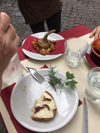Meravigliosi piatti della cucina romana