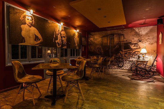 Cielo Mar All Day Bar: Like and old house...