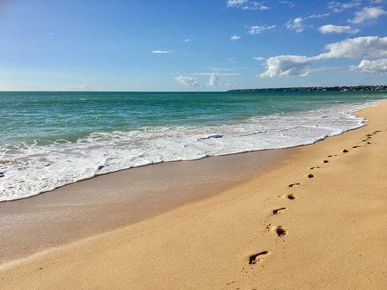 Praia Gale: Portugal, Algarve - vanaf het strand van Gale, loop je naar het strand van Salgados (nature reserve) over het strand of door de duinen en kun je vervolgens een wandeling maken door de Salgados Lagoon.