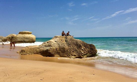 Praia Gale: Portugal, Algarve - Het strand van Gale is een prachtig en gezellig familiestrand en ligt 7 km ten westen van Albufeira.