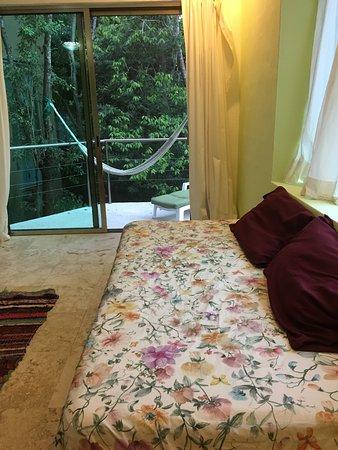 terraza en la habitación con vista a la alberca