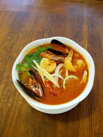 Том ям с морепродуктами! Традиционный Тайский суп на кокосовом молоке, с лемонграссом, корнем имбиря и галангал🌶️🔥