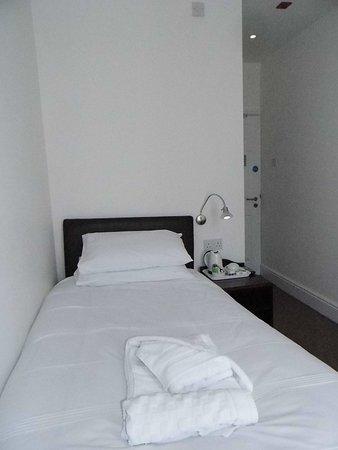 Room 2 Single en-suite room.