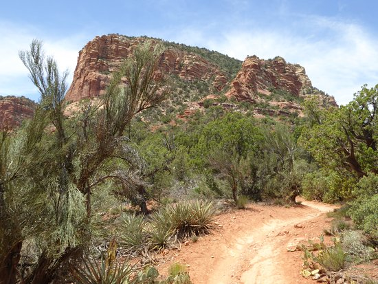 Village of Oak Creek, AZ: Just a nice stroll on Slim Shady Trail.