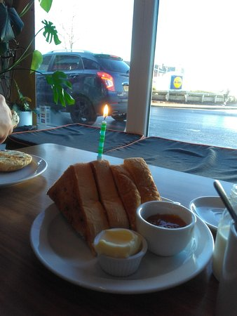 Normanton, UK: Birthday 'toast'! Fab place - friendly, delish food, locally sourced, always something a bit different & not a bacon sarnie in sight 😉