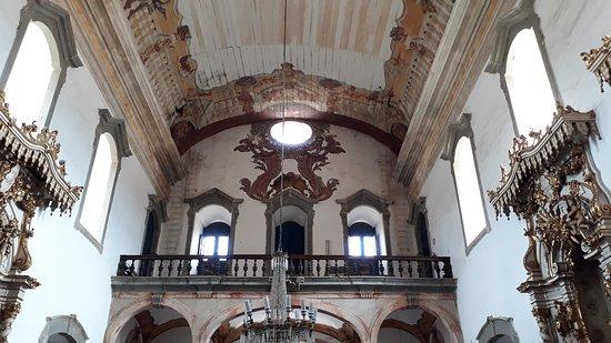 Igreja Nossa Senhora do Bom Sucesso: Detalhes do coro e pinturas do teto da Matriz de Nossa Senhora do Bonsucesso