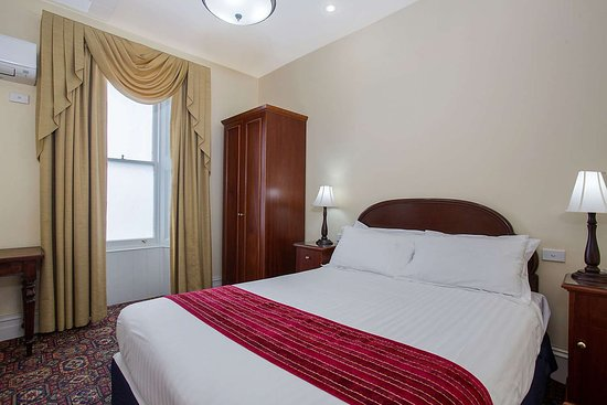 Quality Hotel Bentinck: Guest room with added amenities