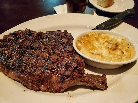 Cherokee Grill: Great food and service...portions are large. Blue cheese grits were good but Neva's potatoes were better. Server made timely trips around!