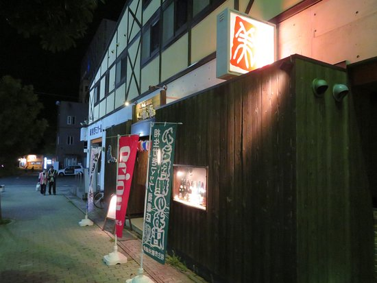 Minmin: 歩行者専用通路の横にあります。