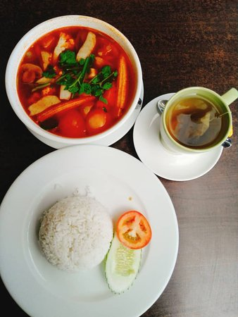 Hornbill restaurant and cafe: Tom Yam veg with rice