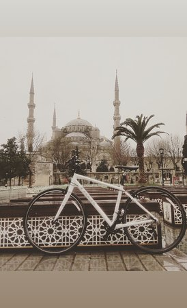 It is possible to ride a bike in İstanbul. If you are interested in see my profile.