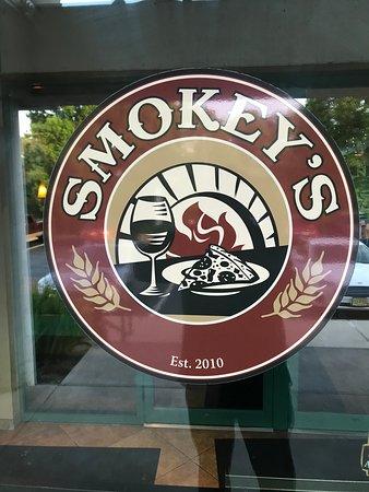 Smokey's Brick Oven Tavern: Smokey the Bear w/Gio