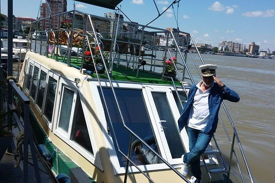Personalized tour aboard a boat to...