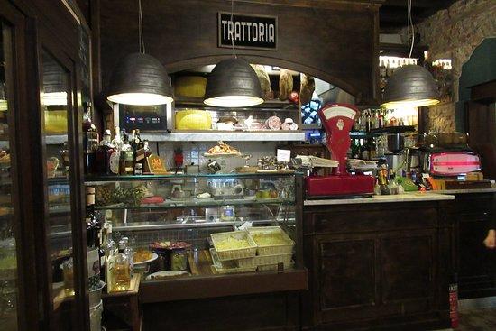 Bar gigi and cafe