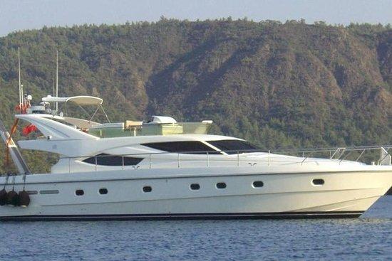 Ilha pulando com Ferretti 62 para Anafi...