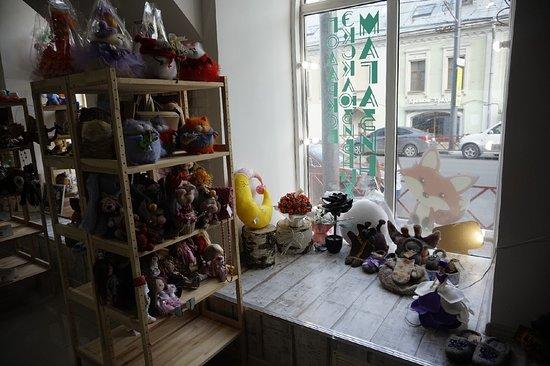 Большой выбор украшений, игрушек, детских вещей, предметов интерьера, аксессуаров.