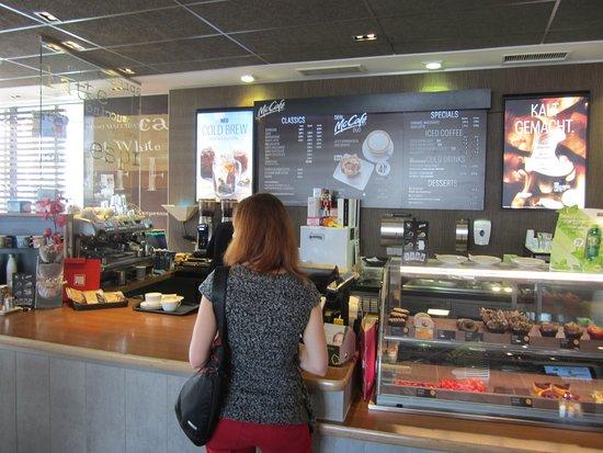 Bad Groenenbach, Niemcy: Petit-Déjeuner à Prendre au Mac Donald's à Côté du Motel Appart BG Hôtel à Bad Grönenbach.