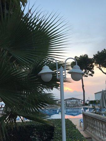 Morgonstart med champagne, soluppgång och havet...