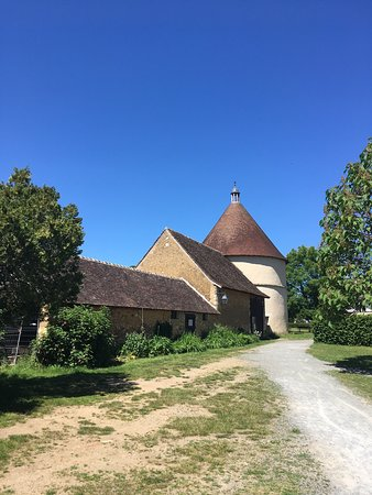 Tuffe, ฝรั่งเศส: Abbaye Notre-Dame