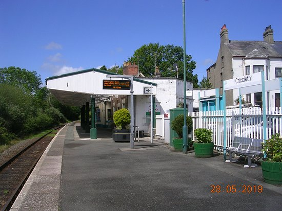 Criccieth Train Station