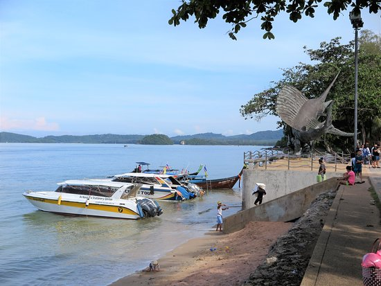 Ao Nang Beach: A point where tourists embark on speedboats to go to the other islands.