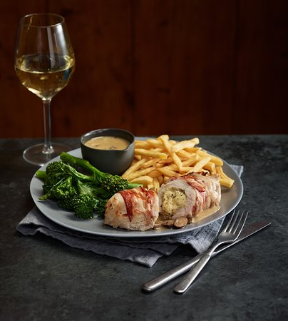 The Longwall Beefeater: Chicken Pancetta & a glass of Chardonnay - Perfect