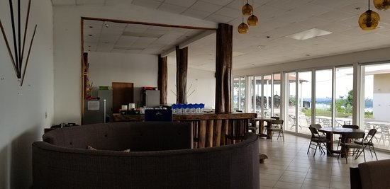 Almirante, פנמה: full service bar area