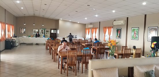Almirante, פנמה: full service restaurant-inside area..outside areas also available