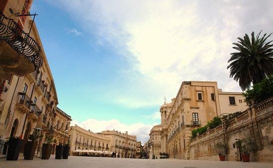 Stupor Mundi Siracusa: Siracusa, Piazza del DUOMOin Ortigia