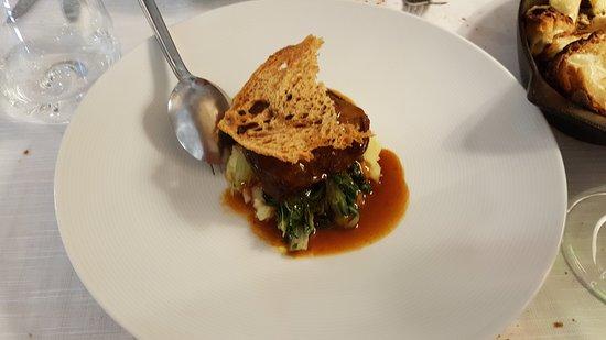 Baccanti: guancia di vitellino con vellutata di patate, bietolina e salsa all'aglianico