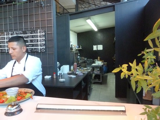 Cat's Kitchen: Chef Isaih at the pass