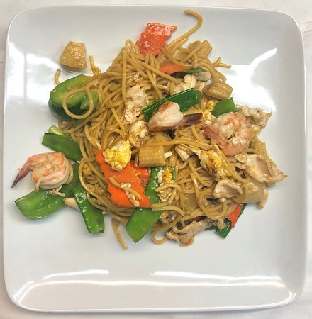 Pineapple Noodle with Chicken and Shrimp