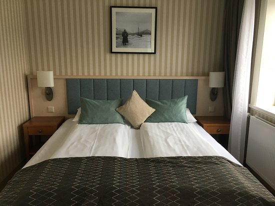 Fosshotel Eastfjords: Comfortable bed with great duvets.