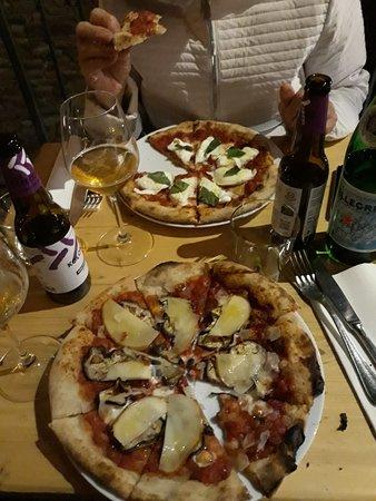 Posto Pubblico Dei F.lli Cech: Pizza CLASSIC (con mozzarella di bufala) e PARMIGIANA (con pecorino)