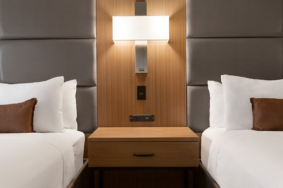 Wingate by Wyndham Cincinnati-Blue Ash: Double Queen Guestroom