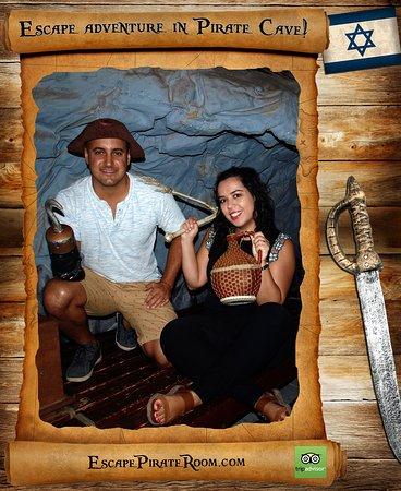 Escape adventure in Pirate Cave!