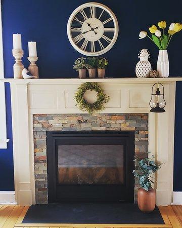 Shickshinny, PA: Guest Fireplace