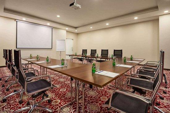 Ramada Encore by Wyndham Kuwait Downtown: Meeting Room