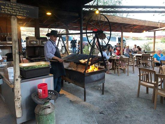 Mexican Lodge Swingin' Steaks Restaurant: swinging grill