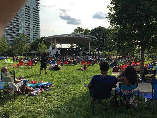 Scioto Mile: view from the lawn