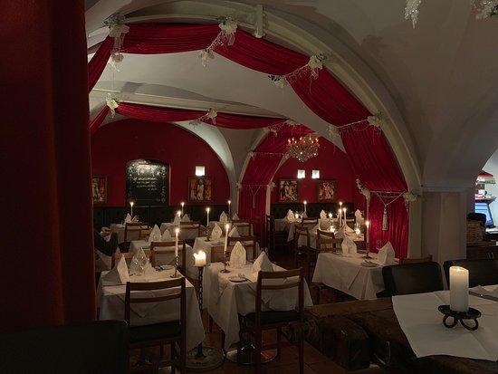 슈니첼로 유명한 그 식당 말고 현지에서 괜챦은 식당을 가보고 싶어 가봤어요.. 가격은 점 비쌌지만 확실히 더 맛있고 친절합니다. 다음에도 빈에 가면 꼭 들릴 예정이에요.