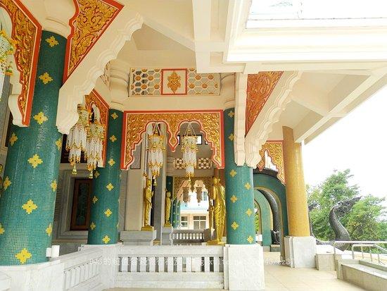 Na Yung, تايلاند: Beautiful Wat Pa Phu Khon, Thailand.
