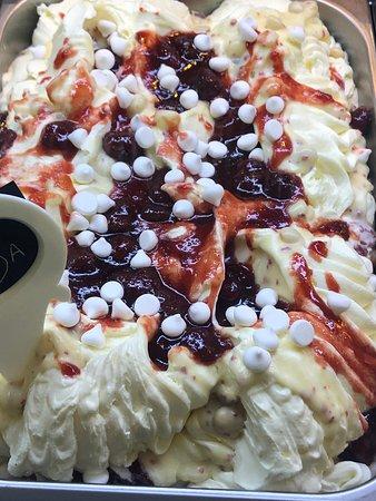 Amarantos Patisserie: Pavlova handmade ice cream