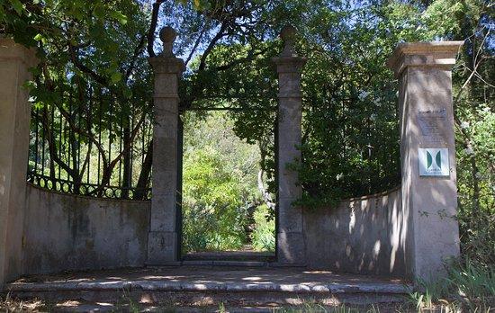 Jardin Du Domaine D'orvès: The main entrance