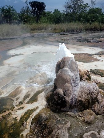 Западный регион, Уганда: Hot Spring in western Uganda. There is a lot to learn about this historic spring. Visit Uganda and explore nature. just contact us for your planned trip to Uganda and we shall help your dream come true. info@fronttours.com