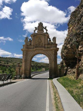 Arco de la Fuencisla